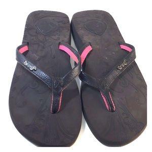 NWOT Reef Flip Flops Size 9 Brown w/pink trim.